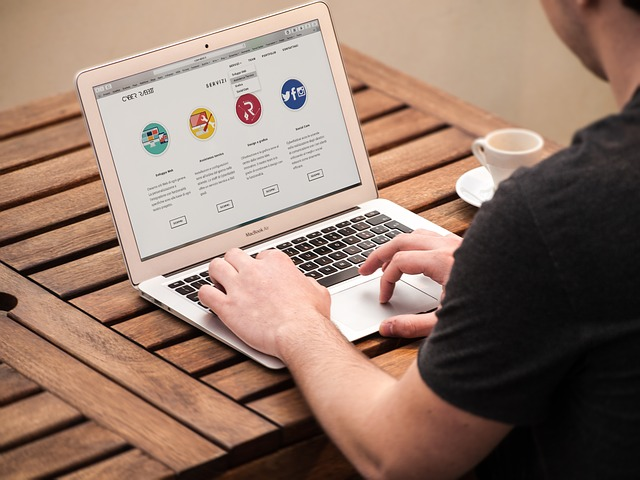 How to Use A Website Builder to Make A Simple Website
