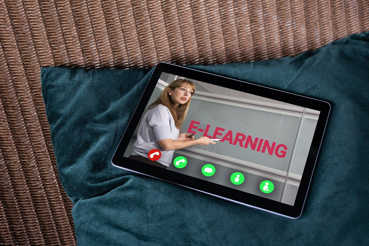10 Online Training Activities For Corporate eLearning Course