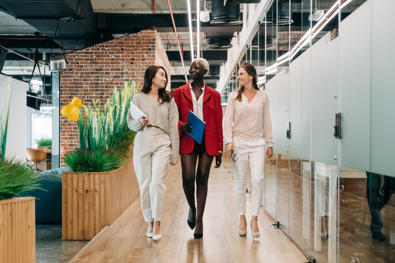 If you want to be an effective office manager, you can turn your attention to things like establishing procedures, keeping open communication, and making sure your office is organized, among other things.