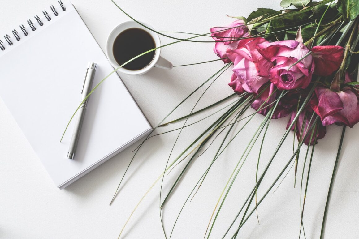 6 Best Flower Gift Ideas for Your Co-Workers That Works Well