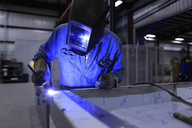 10 Tips to Starting a Small Manufacturing Business After College