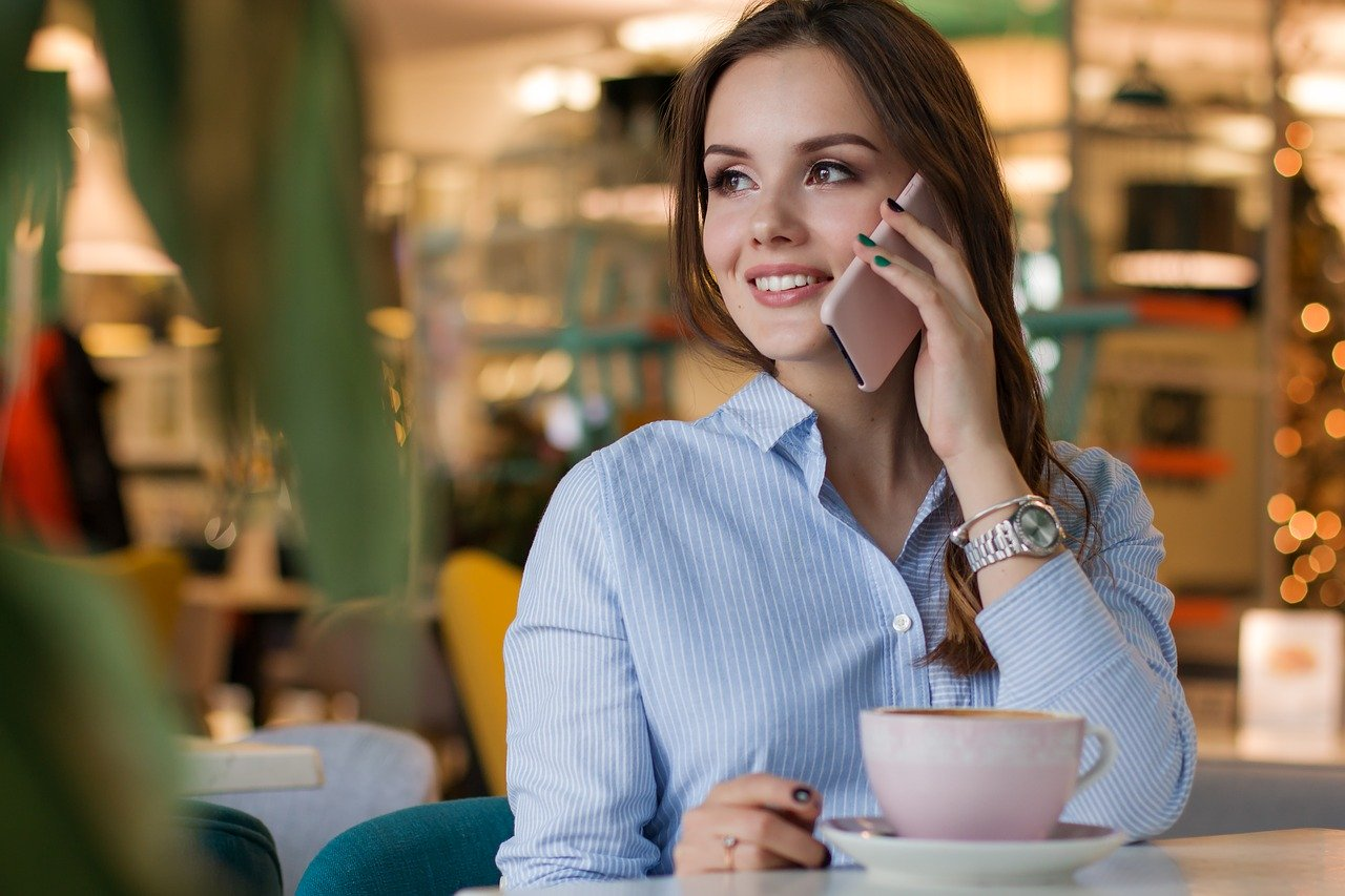 Business Phones: 5 Reasons You Should Move to the Cloud Now