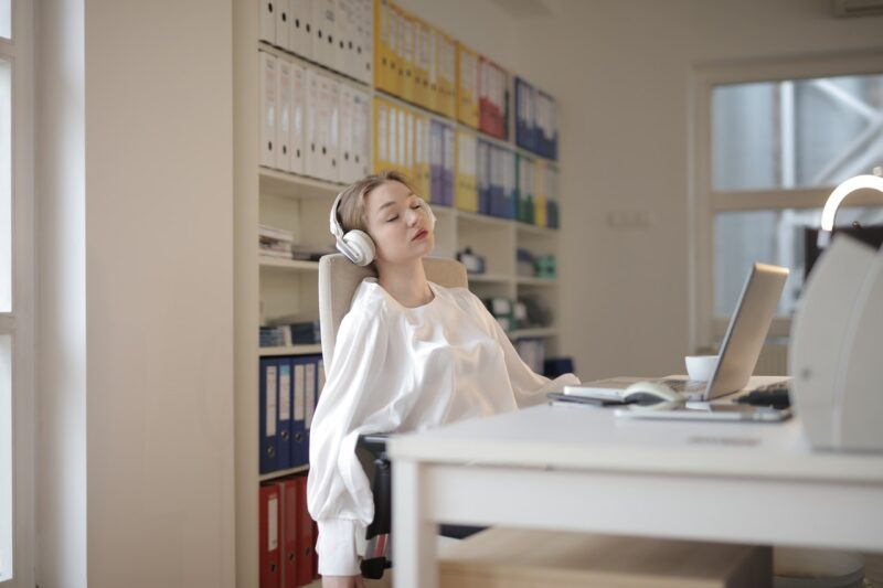 10 Effects of Sleep Deprivation on Work Productivity Today