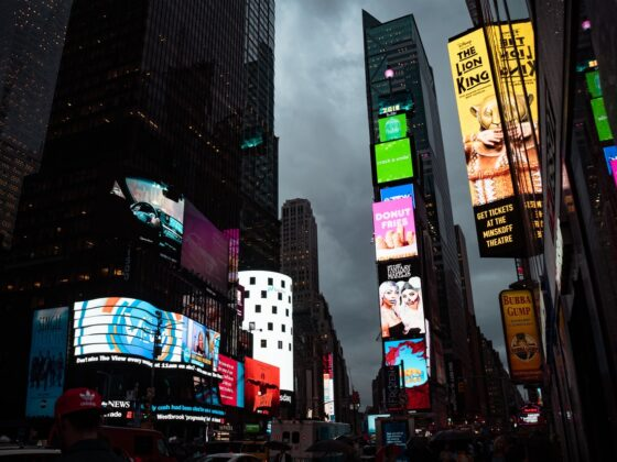 6 Powerful Digital Signage Benefits For Your BusinessToday