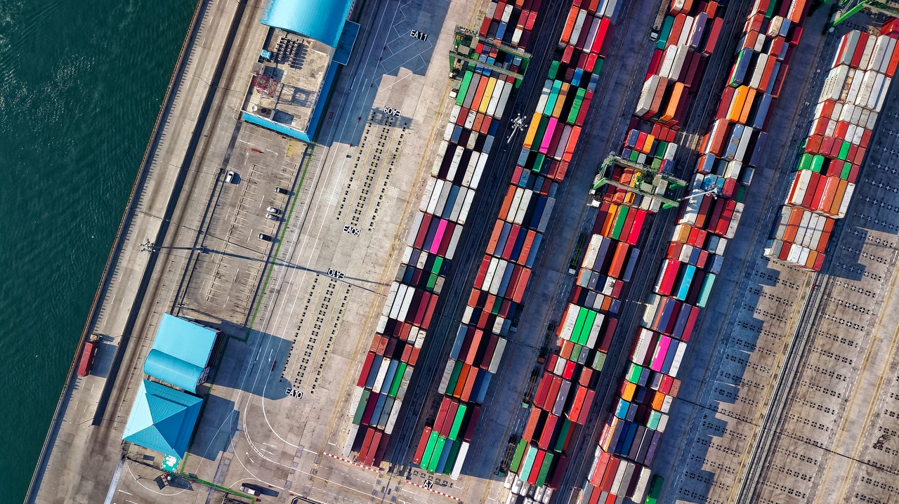 7 Cross-Border Shipping Strategies & New Solutions to Follow